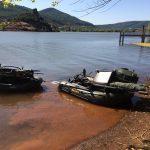 zwei beladene Schlauchboote beladen mit Tackle bereit zum Start
