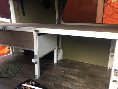Umbau vom niedrigen zum hohen Einmann Bett durch Unterkonstruktion