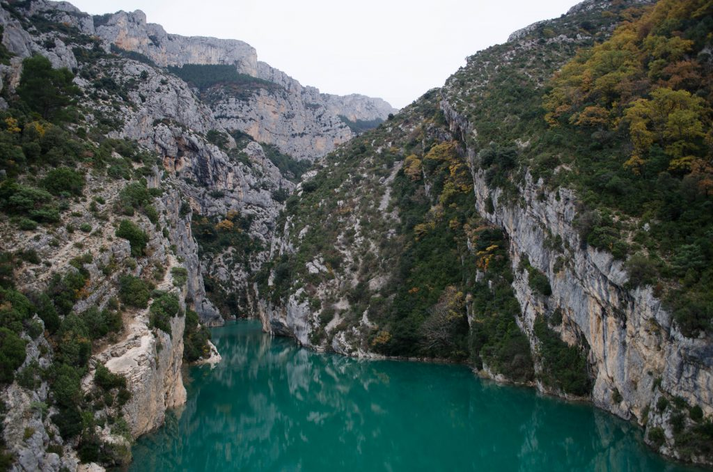 Türkises Wasser in den französischen Alpen