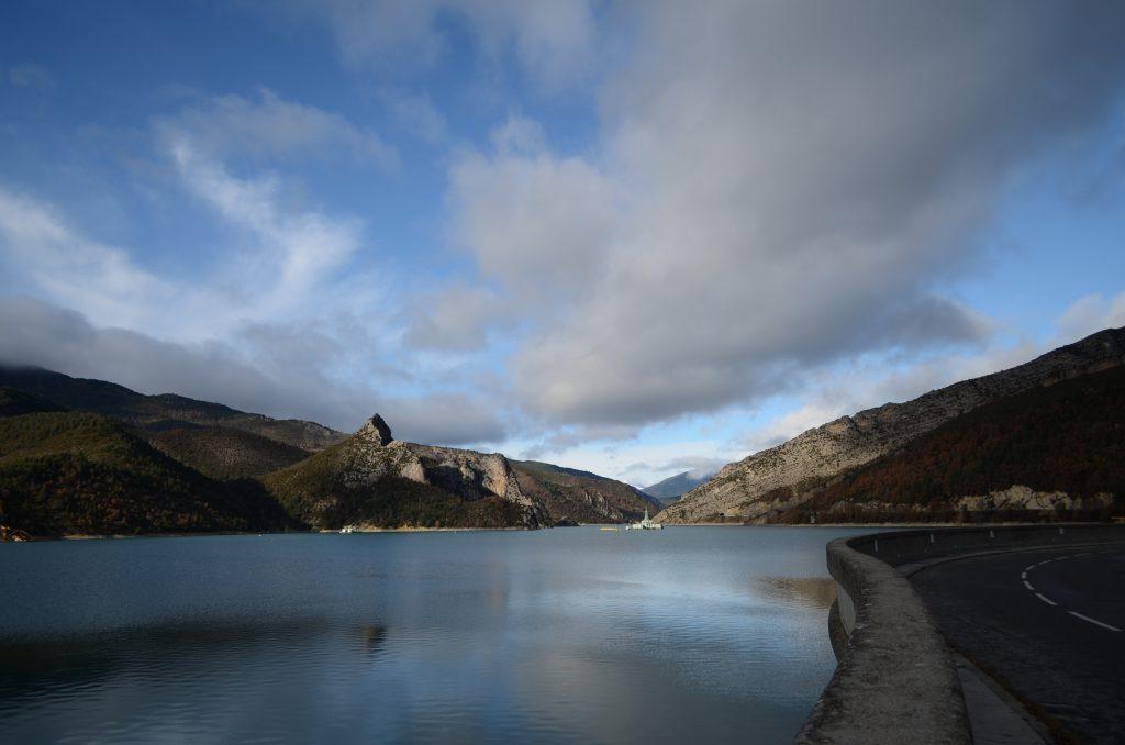 Lac du Castillon Stausee in den französischen Alpen