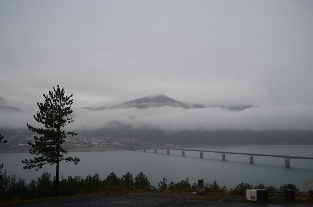 Brücke über dem Lac de Serre Poncon