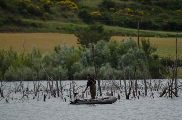 Angler an einem Holzsee