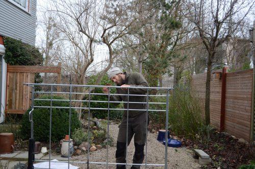 Ich beim anschleifen des rohen malco Dachgepäckträgers