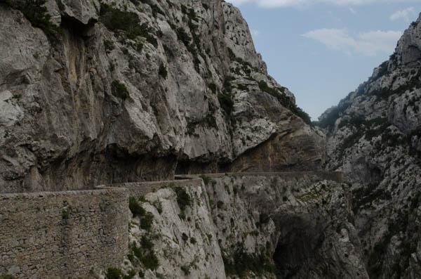 Straße durch die französischen Pyrenäen