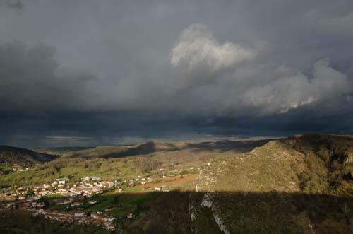bUnwetter in den Pyrenäen