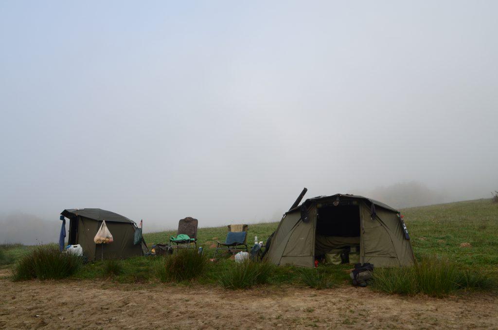 Trakker Tempest Zelte an einem französischen Stausee