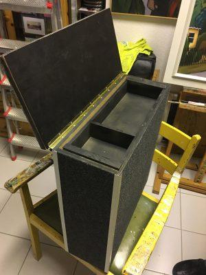 der Deckel für die mittelarmlehne wurde mit Klavierband klappbar gestaltet