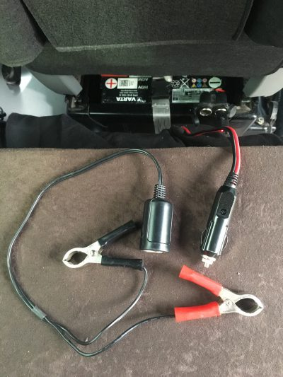 Zigarettenanzünder und Batterieklemmen  an der 12V Solaranlage