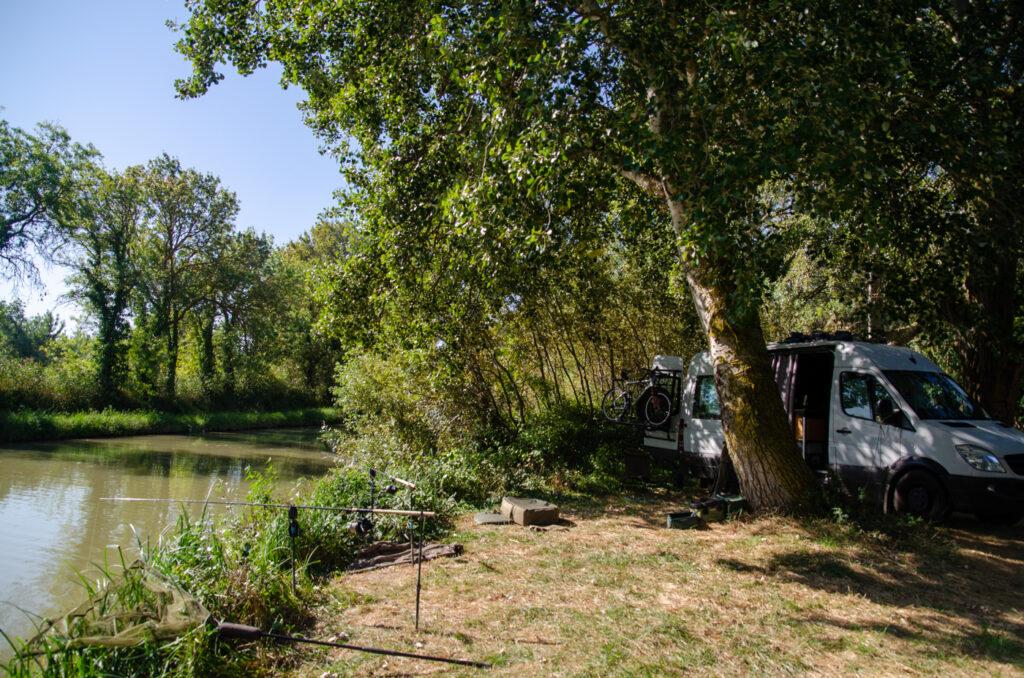 kleiner kanal in Frankreich